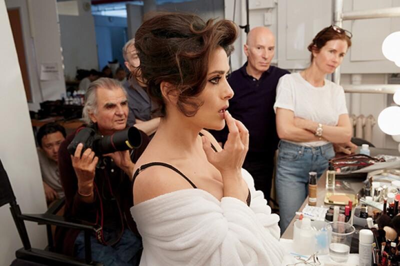 Con lencería Stella McCartney, Salma cautivó a la cámara y a sus fans.