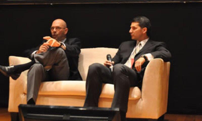Roberto Albisetti, director del IFC para México y América Latina, y Enrique Gómez Junco, fundador de Óptima Energía. (Foto: Juan Alberto Cedillo)