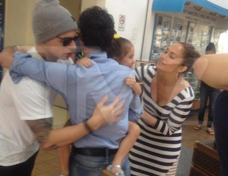 Todo parece indicar que el ex esposo de Jennifer Lopez y su actual pareja no tienen ningún problema y llevan una muy buena relación.