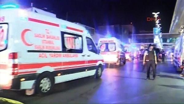 Ambulancias, policías y bomberos se han movilizado para atender la emergencia.