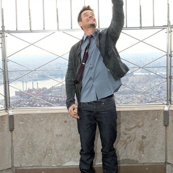 Josh Duhamel selfie Empire State