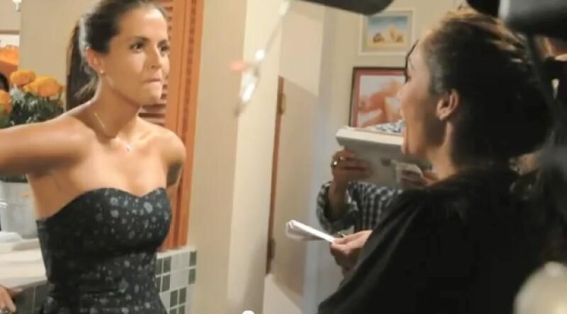Claudia mostró un video donde se ve que los rumores de una mala relación entre las actrices es falsa, ya que graban en armonía las escenas de `Dos Hogares´.
