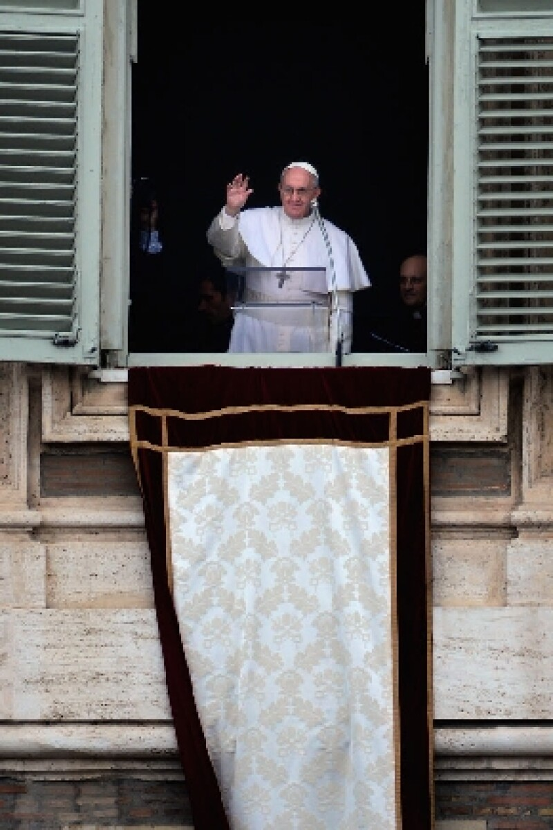 En el primer rezo del Ángelus que presidió en la Plaza de San Pedro desde el comienzo de su Pontificado.