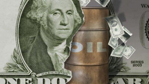 La fortaleza del dólar ayudó a limitar las ganancias del petróleo en EU. (Foto: Thinkstock)