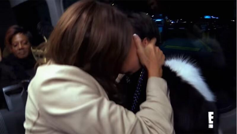 """En los avances de la nueva temporada de """"I Am Cait"""", la protagonista del reality show y su ex aparecen besándose."""