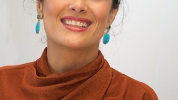 La mexicana comentó a un diario argentino, que cuando su esposo ve fotos de ella hace una década asegura que se ve atractiva. Además, la veracruzana dijo no tener miedo de envejecer.