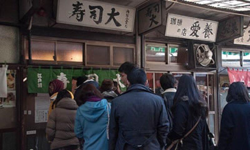Sushi Dai, en Tokio, tiene capacidad para 12 personas y es uno de los de mayor fama y demanda en la ciudad.  (Foto: Crédito/Andy Yeo )