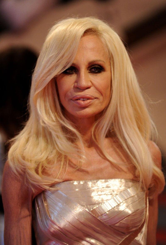 En 2010, Donatella ya era irreconocible a su imagen de los 90.