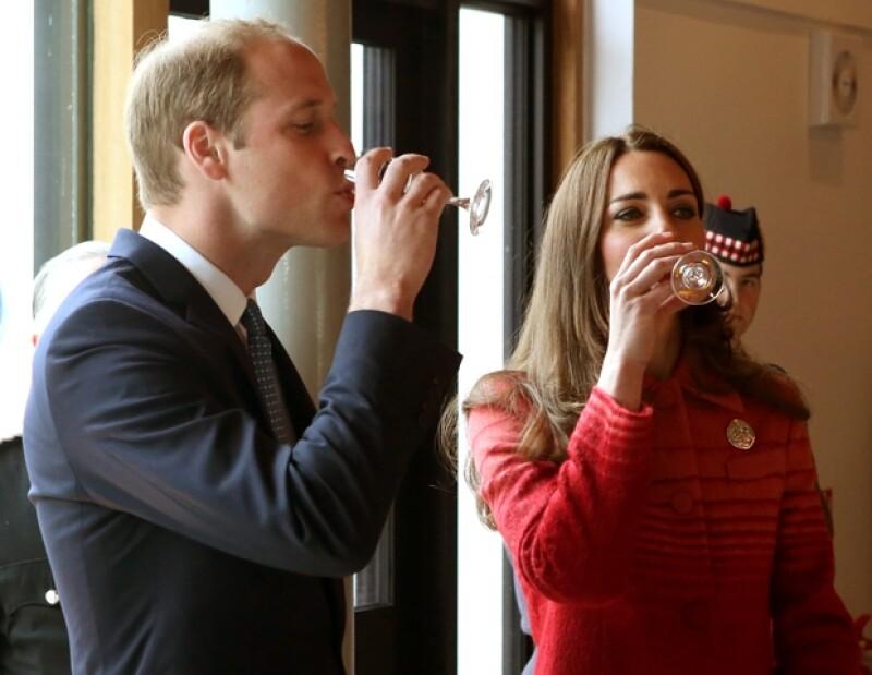 Los duques degustaron diferentes tipos de whisky.