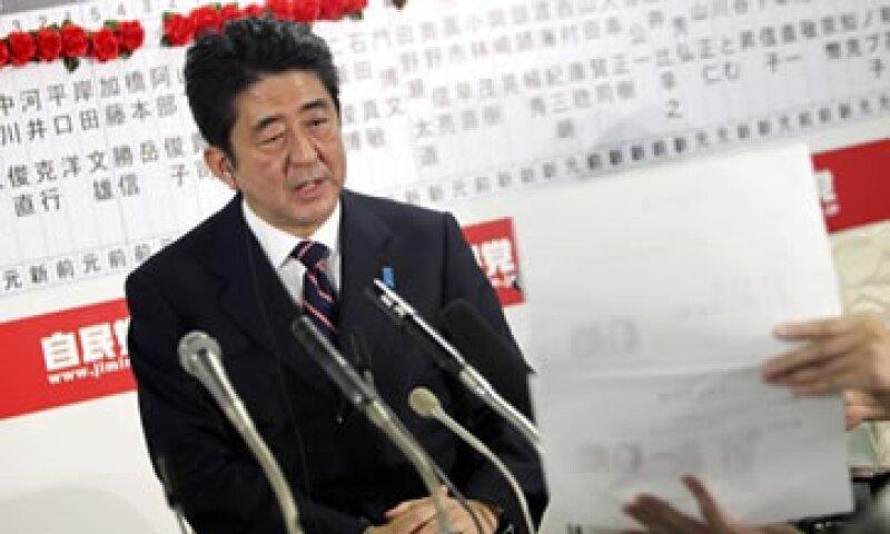 be hizo campaña pidiendo una flexibilización monetaria ilimitada del Banco de Japón.  (Foto: AP)