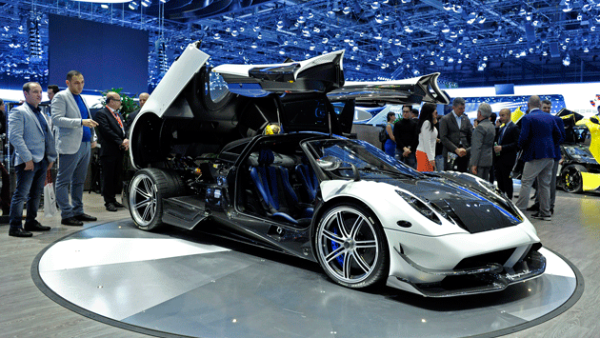 4. Pagani Huayra BC. Sólo se venderán 20 unidades a un precio de 2.5 mdd cada una. Cuenta con 789 hp.