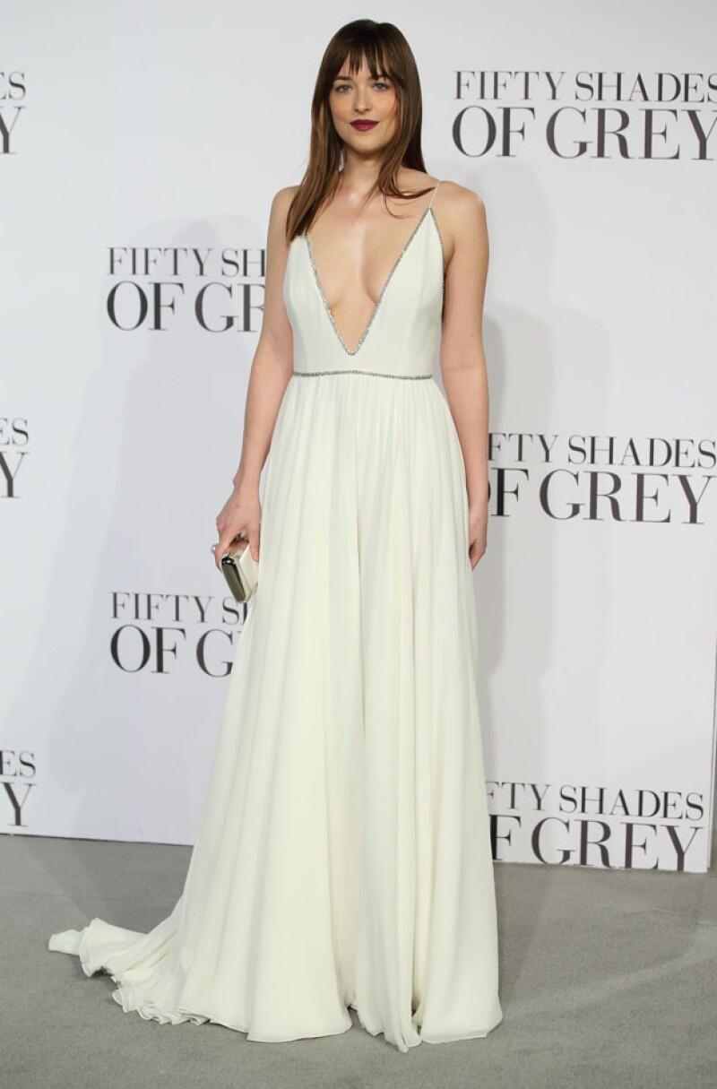 La guapa protagonista dejó a más de uno con la boca abierta con el vestido que eligió para la tan especial ocasión.