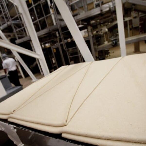 En una segunda etapa se forman pa�os de masa laminados, de acuerdo al molde de las galletas