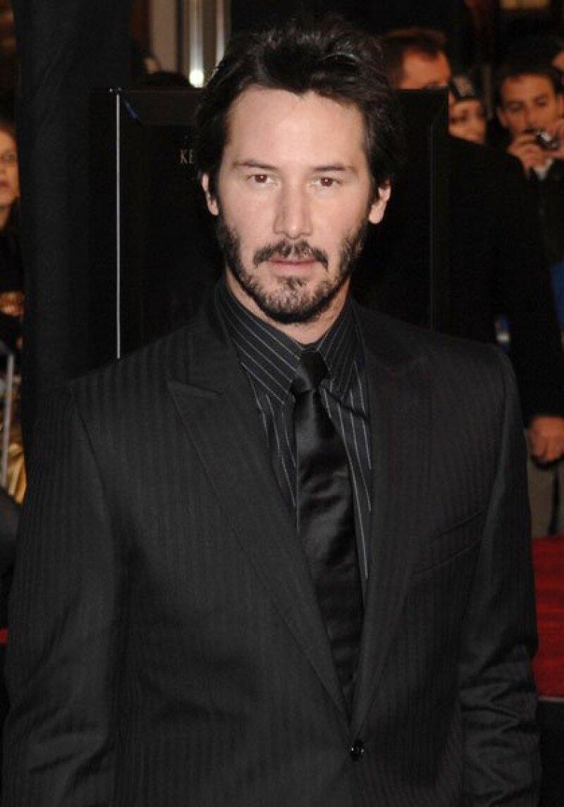 Un poco madurito pero no por eso menos guapo es Keanu Reeves, quien a sus 45 años será el presentador de una categoria en los premios de la Academia.
