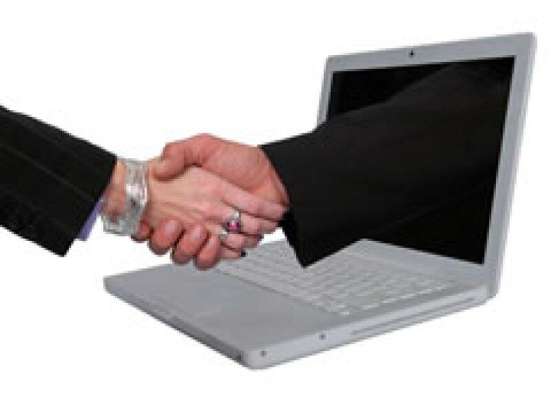 Ahorra costos sustituyendo los viajes de negocios por encuentros virtuales. (Foto: Archivo)