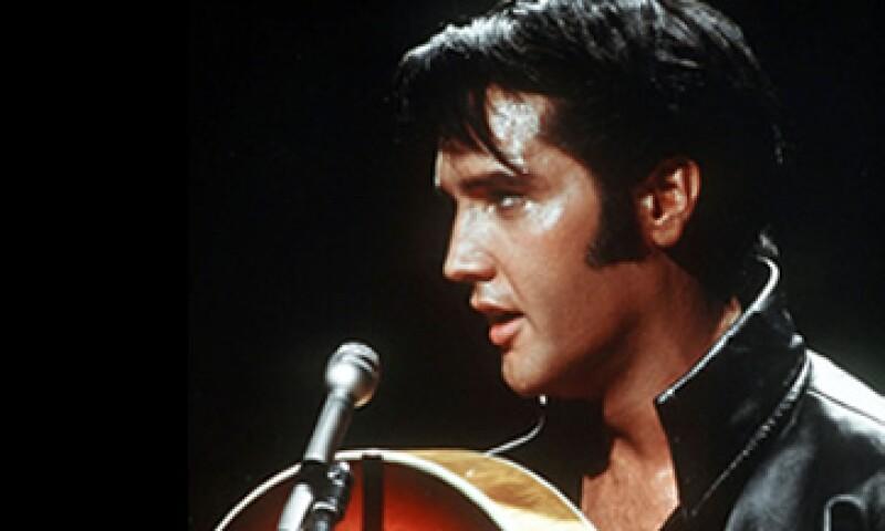 Presley fue sepultado junto a su madre, Gladys, el 16 de agosto de 1977. (Foto: AP)