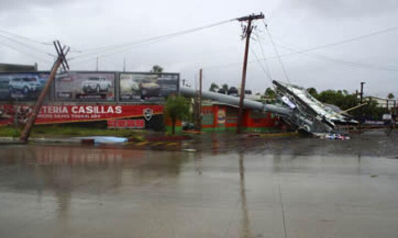 La mayor parte de los postes de luz fueron derribados por el viento en La Paz (foto) y Los Cabos. (Foto: Reuters)