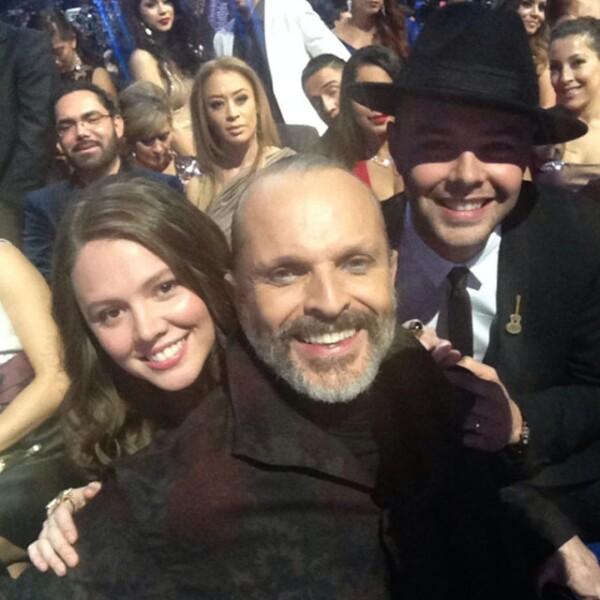 Jessie y Joy y Miguel Bosé también posaron para el detrás de cámaras de la entrega de premios.