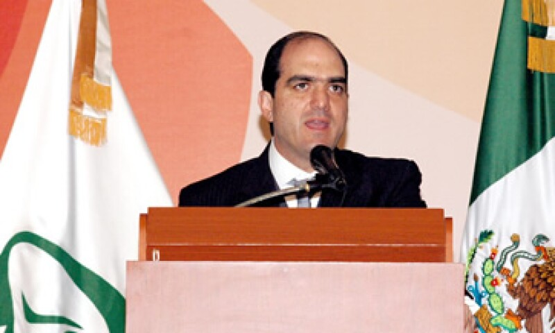 Daniel Karam, director del IMSS, formalizó este martes la creación de la Afore XXI Banorte. (Foto: Notimex)