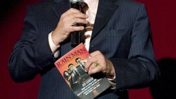 El productor Jorge Ortiz de Pinedo canceló los ensayos y gira de la obra de teatro alegando que el actor está enfermo. Por otra parte, Haza lo niega.