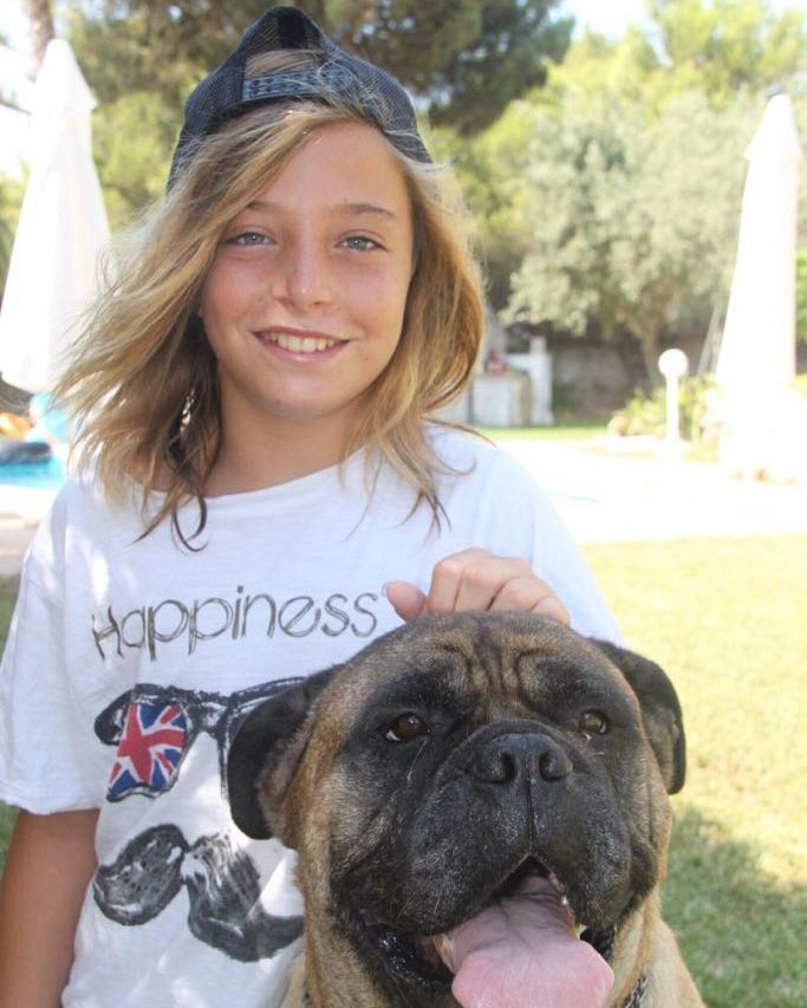 Izan Llunas y su perro Gus