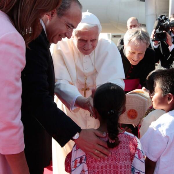 Dos pequeños, provenientes del municipio más pobre del país, tuvieron la posibilidad de obsequiar al Santo Padre una cajita con tierra de México.
