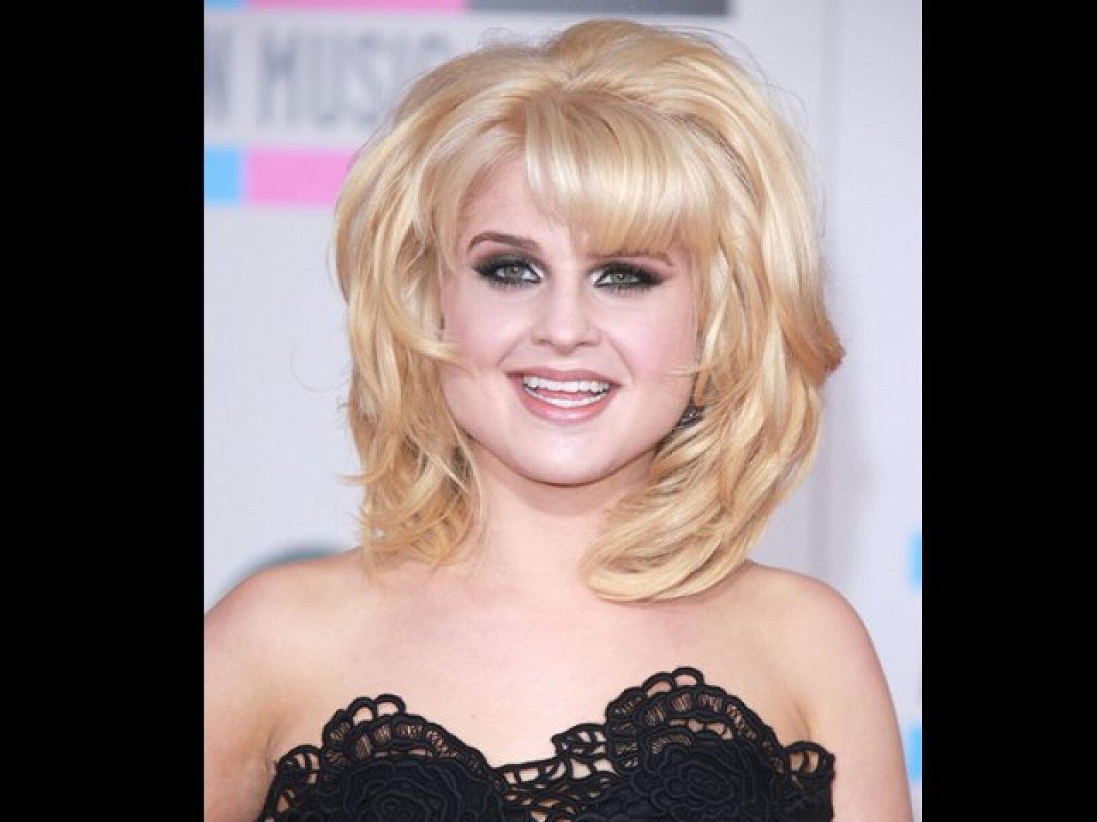 La hija del rockero Ozzy Osbourne, Kelly le dio una cachetada a una periodista en un club de Londres.