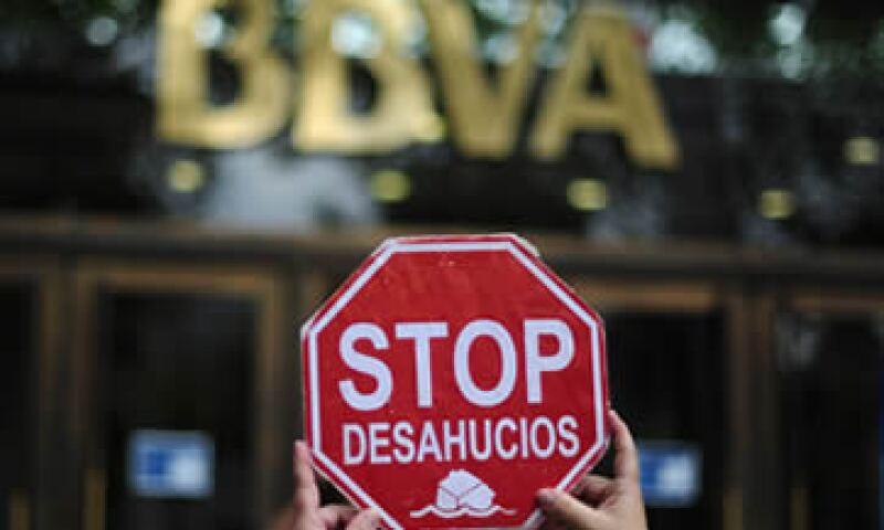 La agencia calificadora Fitch rebajó la calificación de deuda de España. (Foto: AP)