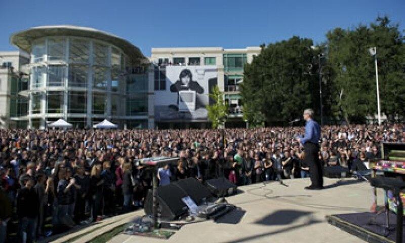 Tim Cook, actual CEO de la firma, guió la conmemoración para Steve Jobs. (Foto: Cortesía Apple)