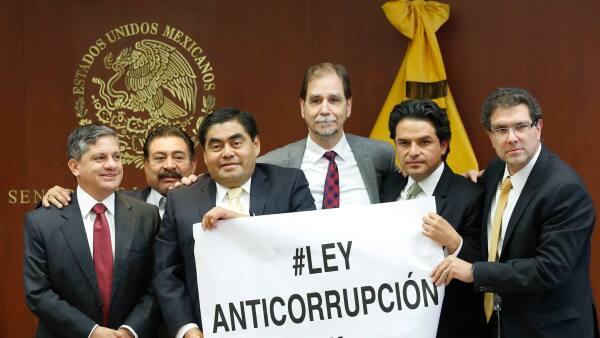 El grupo parlamentario del PRD en el Senado, junto con el presidente nacional Agustín Basave, manifestaron su postura respecto a las leyes secundarias