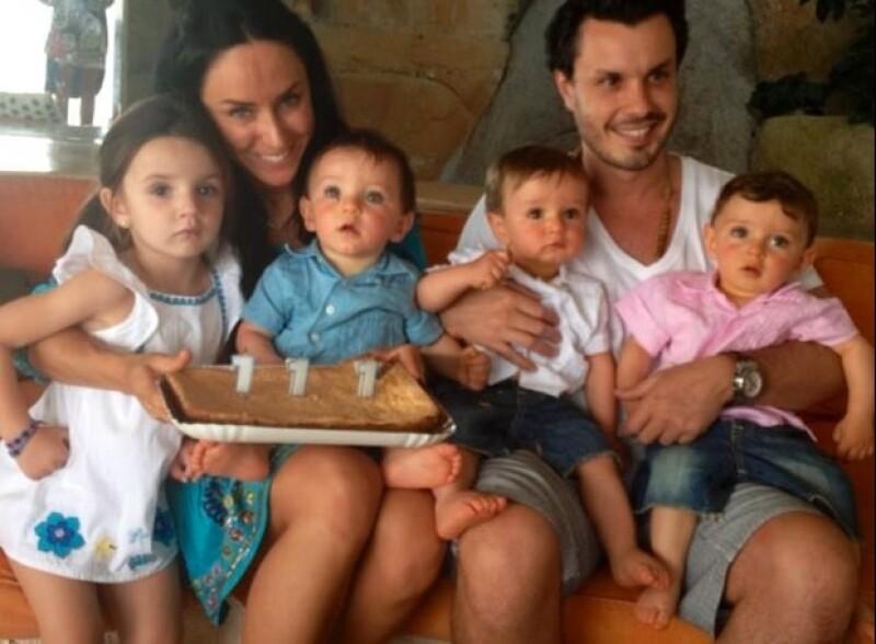 Inés y Javier con sus cuatro hijos.