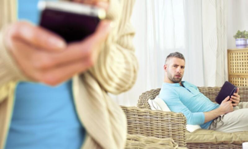 En EU, la investigadora Jaclyn Cravens estudia el efecto de la infidelidad cibernética en la parte engañada. (Foto: Getty Images)