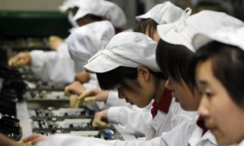 Una ola de suicidios en las fábricas de Foxconn en 2010 llamó la atención sobre las condiciones de trabajo entre los proveedores de Apple. (Foto: AP)