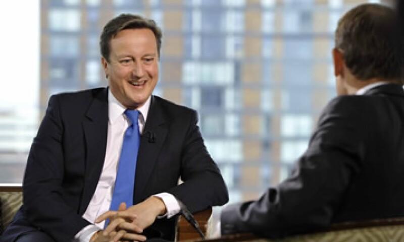 David Cameron dijo que cumplirá los planes de recortar el déficit, pese a las señales de que la economía británica se está estancando. (Foto: Reuters)