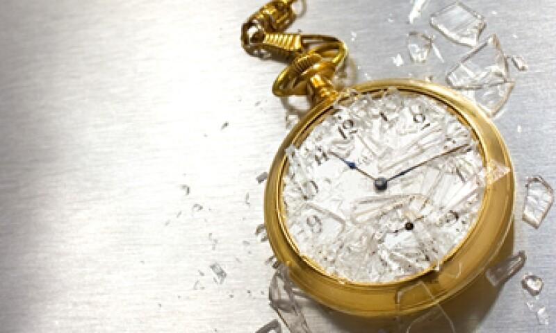 Hacia 1978 los relojes mecánicos habían sido superados en ventas por los relojes asiáticos de cuarzo. Muchas empresas desaparecieron o fueron vendidas. Sólo las más fuertes sobrevivieron, pero ya no innovaron. (Foto: Getty)