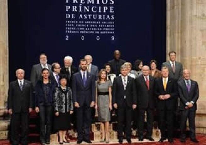 Los príncipes encabezaron la tradicional foto de familia con todos los premiados.