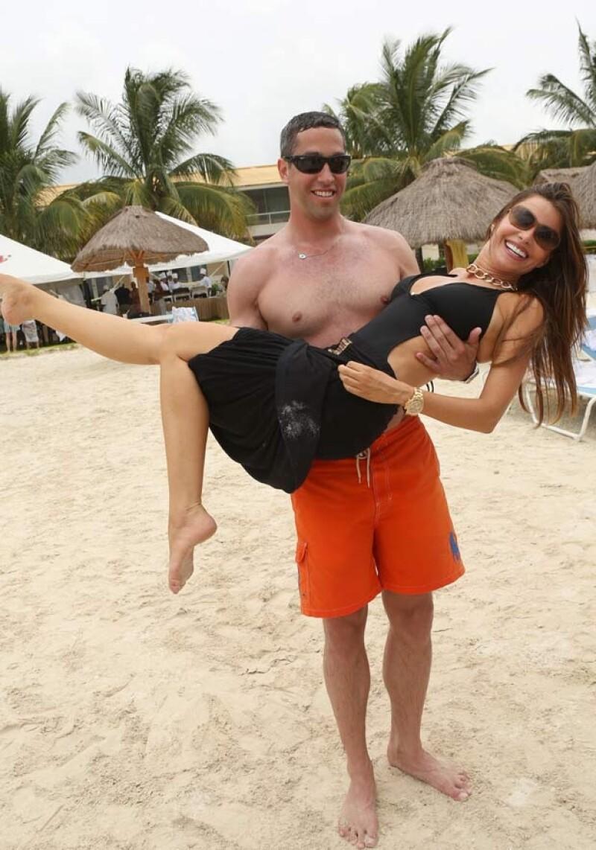 Amigos cercanos a la colombiana aseguran que Nick Loeb sólo quiere a la actriz por su dinero.