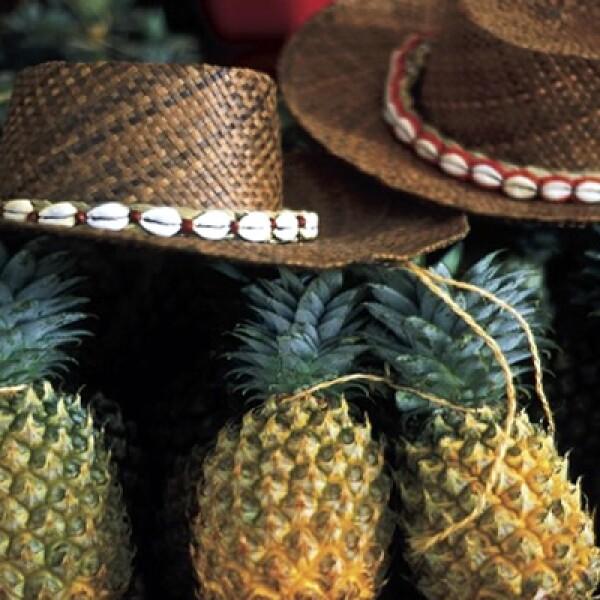 La fruta tropical abunda en el archipiélago frances y siempre está disponible en el mercado de Papeete.