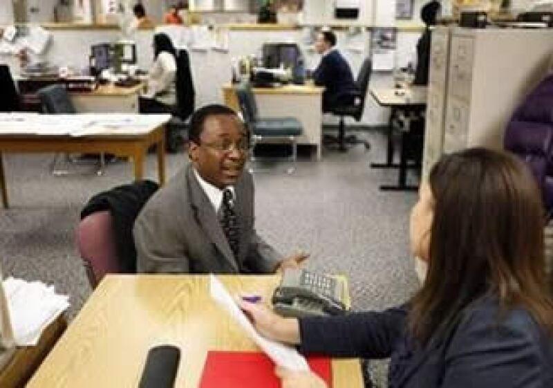 Los empleadores en EU se muestran cautelosos a la hora de aumentar la nómina. (Foto: Reuters)