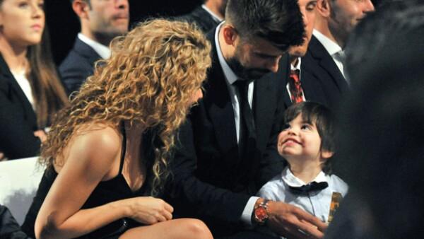 De la manera más tierna, el futbolista fue acompañado por su pareja y su primogénito para recibir el premio al Mejor Jugador Catalán.