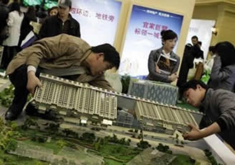 Algunos expertos creen que China tiene más argumentos para evitar un estallido inmobiliario. (Foto: AP)