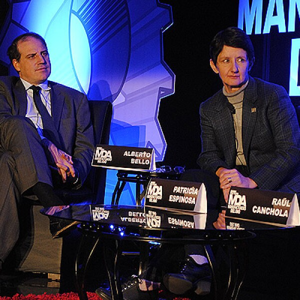 Alberto Bello y Patricia Espinosa atentos al debate.