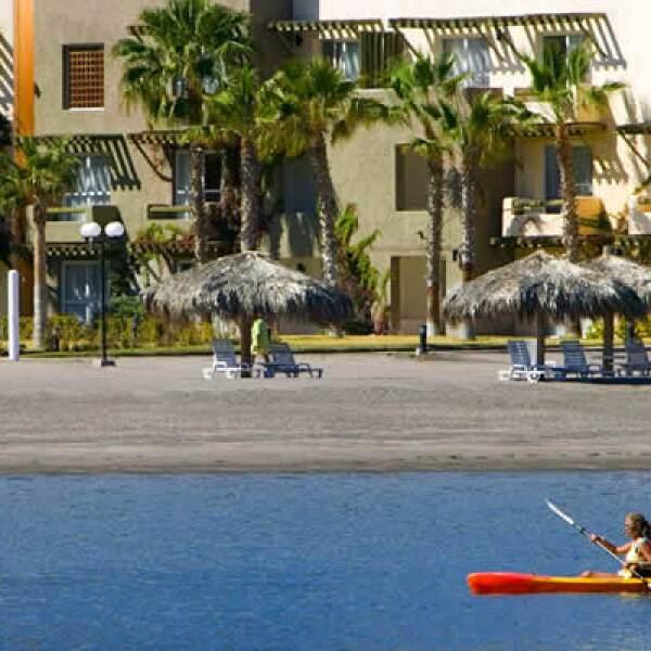 También es un excelente lugar para la práctica de actividades como el golf, kayak, surfeo,  rapel, ciclismo de montaña, buceo y carreras.