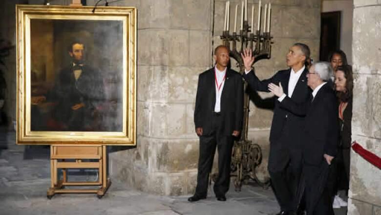 Obama y su familia visitaron también el interior del edificio del antiguo gobierno colonial y que ahora alberga el Museo de la Ciudad.