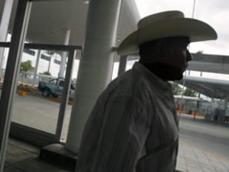 Los hispanos están sumamente preocupados por sus finanzas, dice el análisis. (Foto: Archivo)