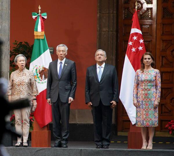 Vestido huichol de Beatriz Gutiérrez Müller 8.jpg