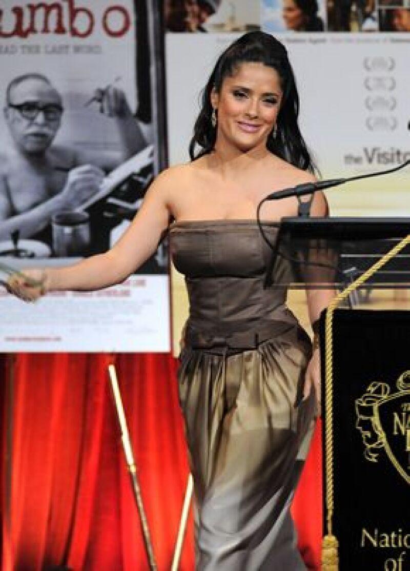 La actriz además de presentar en los premios National Board of Review también dio la cara por su amiga Penélope, quien no puedo estar presente para recibir el galardón como Mejor Actriz Secundaria.