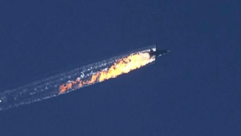 El momento en el que el avión ruso cae tras ataque de Turquía. (Foto: EFE)