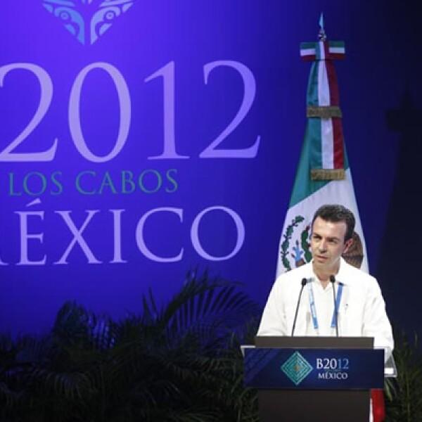 Alejandro Ramírez, presidente del B20, dijo que ante la crisis de deuda que enfrenta la zona del euro y la descapitalización de su sector bancario, es conveniente que se revise la normatividad de Basilea III para flexibilizar los requerimientos de capital