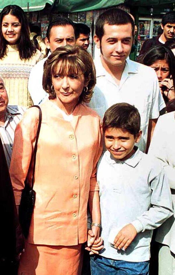 Rocío Beltrán con sus dos hijos José Ramón y Gonzalo Alfonso 1.jpg